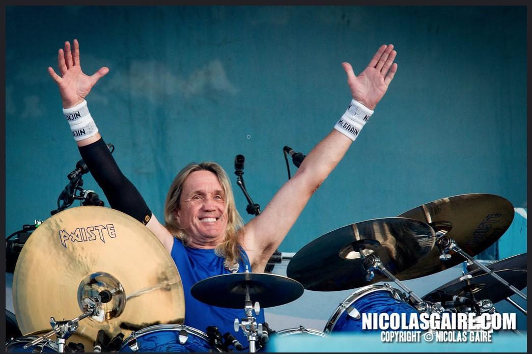 Nick Mc Brain en concert avec batteur pro